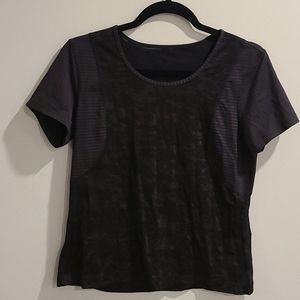 Lululemon blk & gold patterned short sleeve